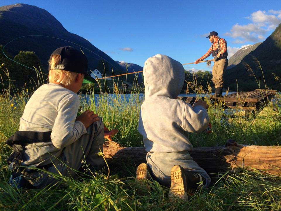 children salmon fishing